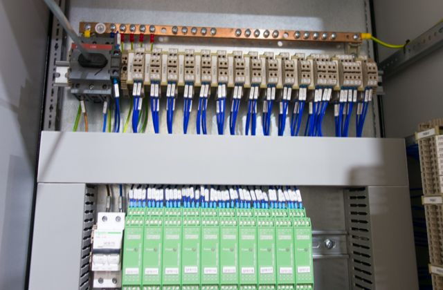 Phoenix Contact relay systems for an extrusion machine